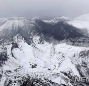 日 군마서 화산 분화..눈사태로 자위대원 1명 사망·11명 부상