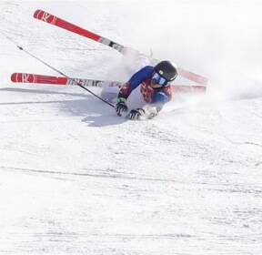 [슬라이드 포토] 안타까운 사고..알파인 스키 정동현, 넘어져 보호벽과 충돌