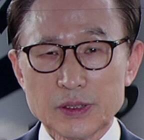 """검찰, MB 구속영장 청구..문무일 """"법과 원칙에 따랐다"""""""