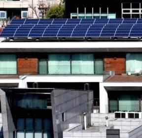 [서울포토] '커튼으로 꽁꽁'.. 적막감 흐르는 MB 자택