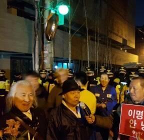 "[MB 구속]""MB 구치소 가는 길 배웅""..구속 순간까지 함께한 시민들"