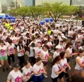 마라톤 하기 딱 좋은 휴일..1만3000명 '유쾌한 도전'