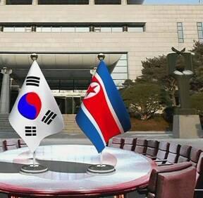 """靑 """"남북정상, 오전 첫 만남 이어 환영 만찬까지 진행"""""""