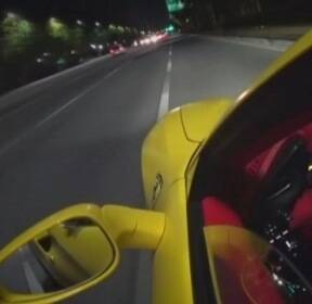 '스치듯' 시속 200km..인기 자동차 채널 유튜버 경찰 조사