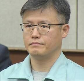 '문건 유출' 정호성 징역 1년 6개월 확정..朴 공모 인정