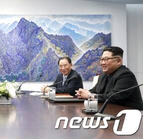 '남북정상 웃음꽃'