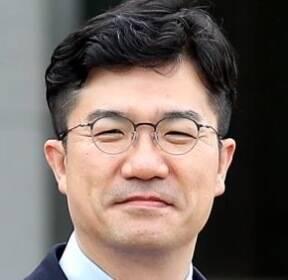 盧 이어 文 보좌하는 송인배..대통령의 '문고리'