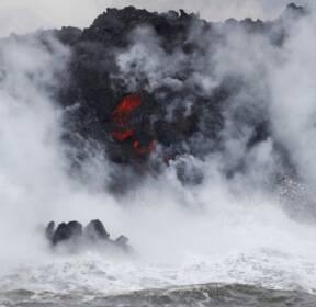 [서소문사진관] 태평양 덮친 하와이 용암..독성가스 담은 '레이즈(Laze) 하늘로 퍼져