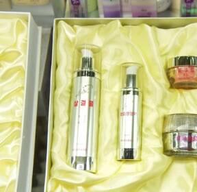 [서소문사진관] 북한 인기 화장품  '살결물, 물크림'은?