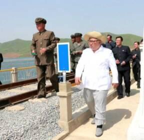 김정은, 핵실험장 폐기일에 강원도 철도 시찰