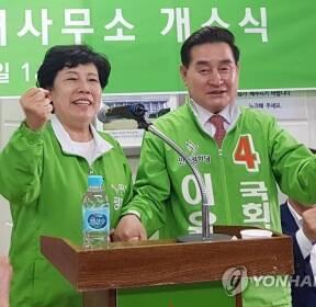 이윤석 선거사무소 개소식 찾은 조배숙 대표