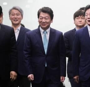 방송기자클럽 초청토론회 참석하는 안철수-유승민