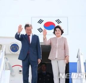 로스토프나도누 공항 도착한 문재인 대통령
