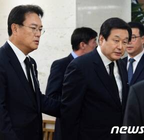 故 김종필 전 국무총리 빈소 찾은 김무성