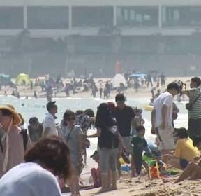 '벌써 37도' 영덕·의성 6월 최고 기온..전국 해수욕장 북적