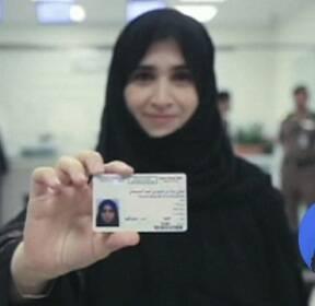 사우디 여성 운전대 잡다..오늘부터 '합법적 운전'