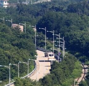 방북하는 동해선 철도 점검단