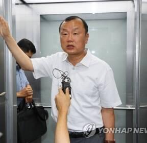 첫 구속영장 기각, 허익범 특검팀 반응은