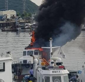 [제보영상] 인천 연안부두 정박 어선에서 화재..진화하던 해경 1명 부상