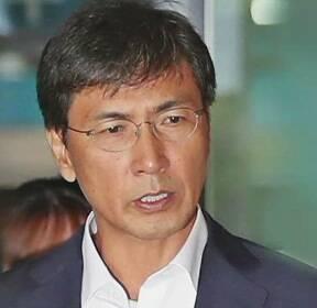 """'성폭력 혐의' 안희정 무죄..법원 """"'위력'으로 보기 어렵다"""""""