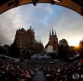 독일, 돔스투펜 야외 축제 열리는 세인트 메리 대성당 전경