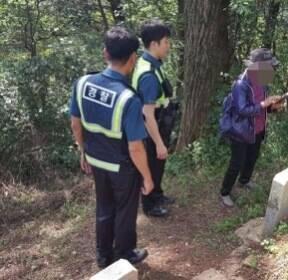 아들 무덤 찾는 70대에 30년만의 '추석상봉' 선사한 경찰