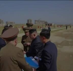 김정은 38회 밀착 수행..'복심' 조용원은 누구?