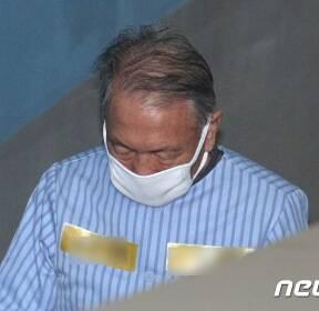재구속 후 모습 드러낸 김기춘