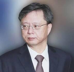 """""""무혐의 걱정마"""" 우병우, '몰래 변론'..10억 넘게 챙겼다"""