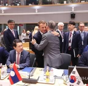 ASEM 정상회담에서 다시 만난 한·프랑스 정상