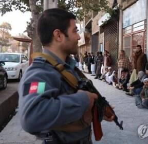 """테러·혼란으로 얼룩진 8년만의 아프간 총선..""""최소 67명 사망"""""""