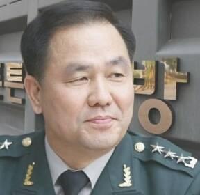 조현천, 기무사 동원해 '박근혜 옹호' 집회..횡령 혐의도