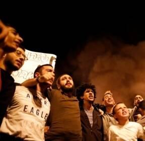 이스라엘, 정부의 팔레스타인 보복 공습 중단 결정에 항의하는 사람들