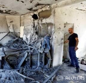 팔레스타인의 로켓포 공격으로 엉망이 된 이스라엘 주택