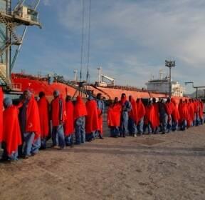 스페인, 지중해에서 구조된 이주민들
