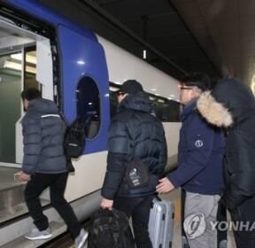 강릉선 KTX 사흘 만에 정상화..강릉↔청량리 양방향 첫차 출발(종합)