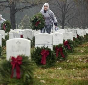 [서소문사진관] 미국 '화환의 날', 전국 국립묘지 화환으로 덮여