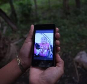 [서소문사진관]아빠가 사준 운동화 신고 미국 국경 넘다 숨진 7살 과테말라 소녀