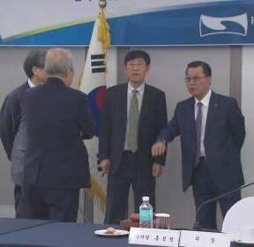 """국기원 이사회 무산..태권도인들 """"이사회 총사퇴"""" 시위"""