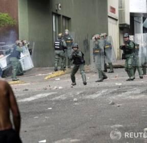 마두로 대통령 퇴진 요구로 혼돈에 빠진 베네수엘라