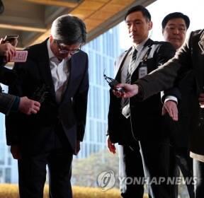 김명수 대법원장, 양승태 구속에 '국민께 죄송'