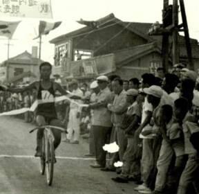 흑백사진에 고스란히..'구름 관중' 몰린 60년대 울산 자전거 대회
