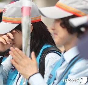 """재택집배원, 대법 승소에 '기쁨의 눈물'..""""우체국 근로자로 인정""""(종합)"""