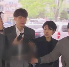 """'마약 혐의' 박유천 구속..""""증거 인멸·도주 우려 있어"""""""