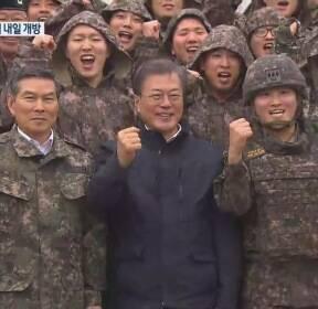 """문 대통령 'DMZ 평화의 길' 방문..""""평화가 경제다"""""""