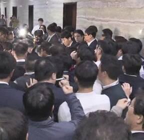 '최악의 막장 국회' 비난에도 폭주하는 여야의 속내는?