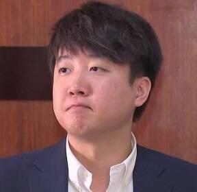 """이준석 """"손학규, 독재 시작""""..당직자들, """"똥 묻은 개"""" 복도서 거친 설전"""