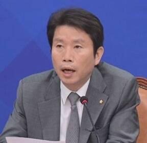 """황교안 """"군은 정부와 달라야"""" vs 이인영 """"막말 자숙하라"""""""