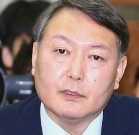 '살아있는 권력' 손댔다 좌천..'강직한 원칙론자' 윤석열