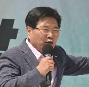 '친박 핵심' 홍문종 탈당 선언..보수 분열의 서막?